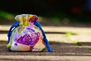 Travelers Big Secret – 5 ways to save money on travel